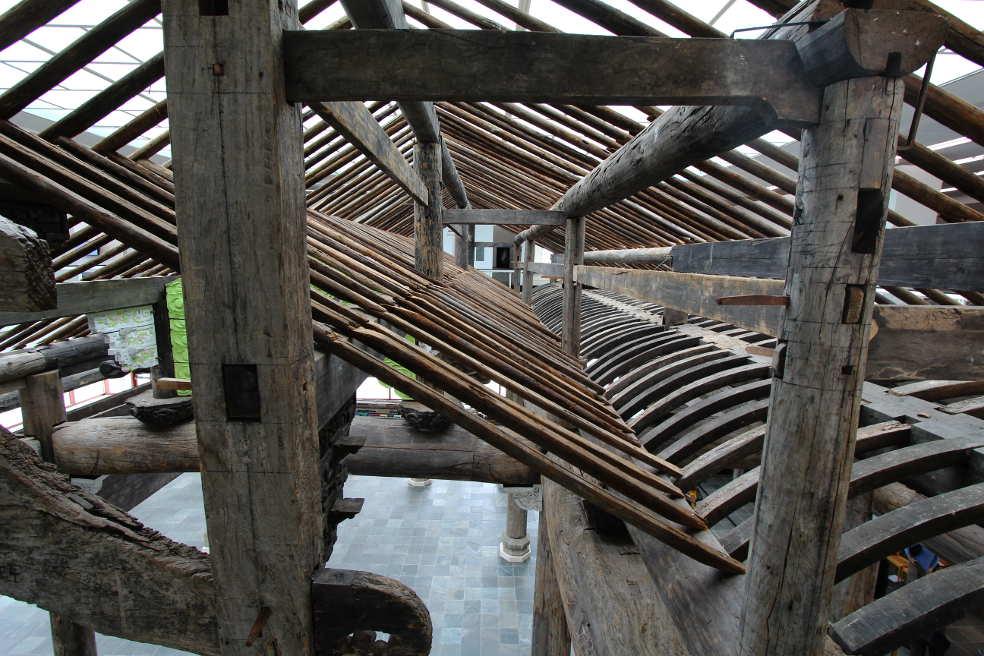 Ai Weiwei, Ahnenhalle der Familie Wang, Dachkonstruktion, Installation im 21er Haus, Foto: Alexandra Matzner.
