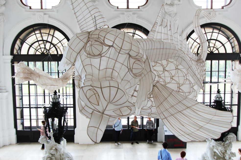 Ai Weiwei, Lu 鯥: Drache, 2015, Bambus und Seide, 470 x 250 x 195 cm © Belvedere, Wien, Foto: Alexandra Matzner.