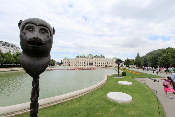Ai Weiwei, Circle of Animals/Zodiac Heads, 2010: Affe vor dem Oberen Belvedere, Private Sammlung, Foto: © Alexandra Matzner.