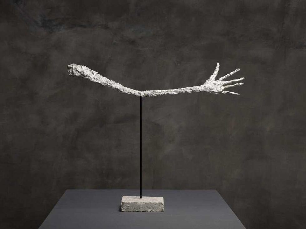 Alberto Giacometti, La main [Die Hand], 1947, Gips und Eisenstab, bemalt, 65,5 x 79 x 12 cm (Kunsthaus Zürich, Alberto Giacometti-Stiftung, Foto: Dominic Büttner © Succession Alberto Giacometti / 2016 ProLitteris, Zürich)