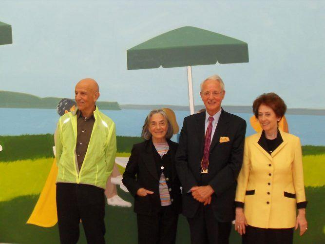 """Alex und Ada Katz mit Karlheinz und Agnes Essl vor """"Beach Stop"""" (2001) in der Ausstellung ALEX KATZ (15.09.2012 – 06.01.2013, Essl Museum), Foto: Alexandra Matzner"""