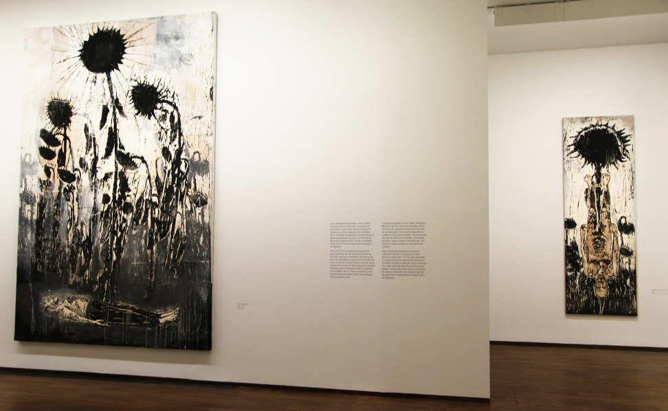 Anselm Kiefer, Hortus Conclusus, 2007–2014, Holzschnitt, Acryl und Schellack auf Papier, Collage auf Leinwand, 380 x 255 cm (Privatsammlung); für Robert Fludd, 1996, Holzschnitt, Acryl und Schellack auf Papier, auf Leinwand kaschiert, 305 x 102 cm, Foto: Alexandra Matzner.