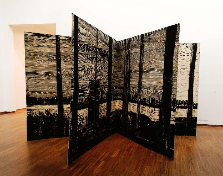 Anselm Kiefer, The Sigfried Line, 1982–2013, Holzschnitt, Acryl und Schellack auf Papier, Collage auf Leinwand, auf Karton kaschiert, 16 Seiten (7 Doppelseiten, Titel- und Rückseite), 189 x 166 cm (Privatsammlung), Foto: Alexandra Matzner.