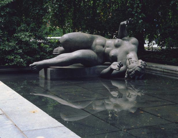 Aristide Maillol, Der Fluss, 1938–1943, Blei, 136,5 x 228,6 cm (Museum of Modern Art, New York)