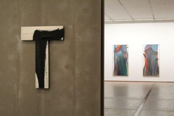 Arnulf Rainer, übermaltes Kreuz, Ausstellungsansicht, Foto: Alexandra Matzner.