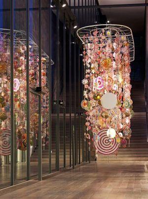 Installationsansicht der Ausstellung «Beatriz Milhazes», Gamboa Seasons, 2010, Mobile, 470 x 710 x 146 cm, Courtesy of the artist. Foto: © 2011, Serge Hasenböhler, Basel