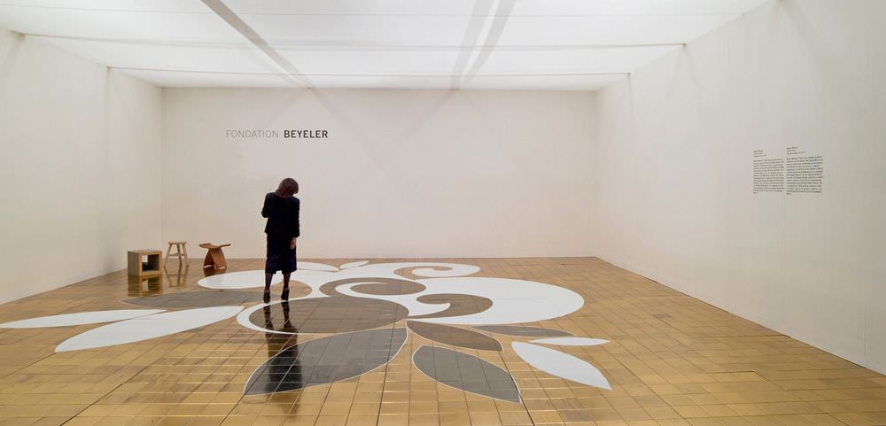 Beatriz Milhazes, O Sol (Die Sonne), 2010, Keramikfliesen, 8 x 9 m, Fondation Beyeler, Riehen/Basel, Installationsansicht an der Art Basel Miami Beach (2.-5. Dezember 2010), Foto © 2011, Serge Hasenböhler