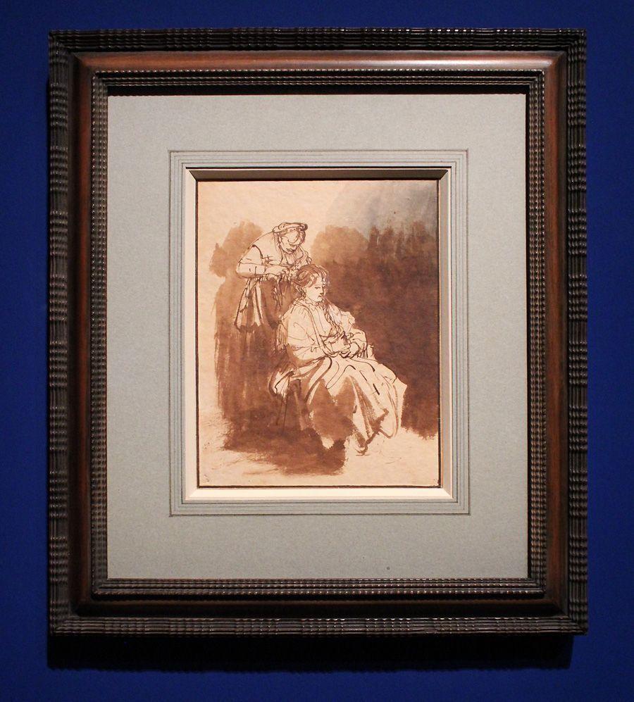 Rembrandt, Eine junge Frau wird frisiert, um 1635, Feder laviert, Installationsansicht in der Albertina, Foto: Alexandra Matzner.