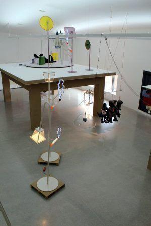 Cosima von Bonin, Installationsansicht, mumok 2014/15, oberstes Stockwerk, Foto: Alexandra Matzner.