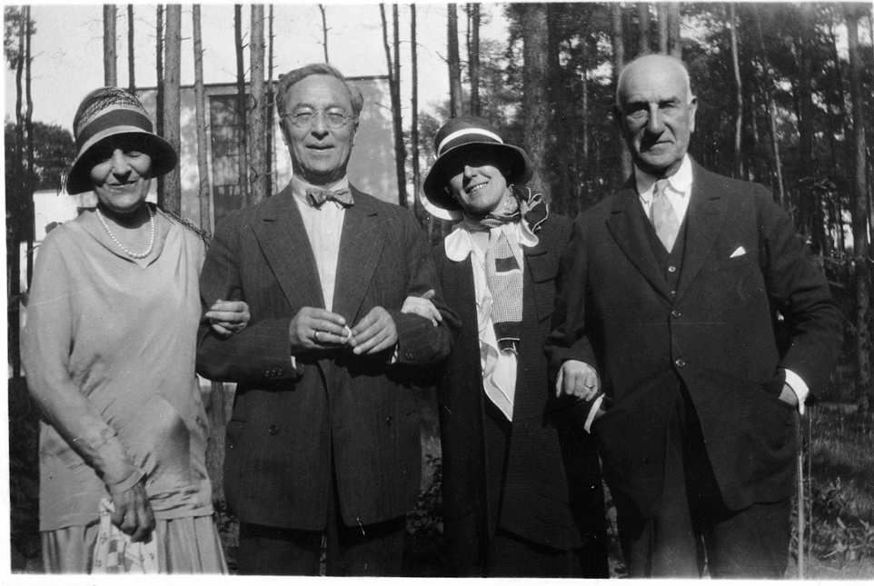 Irene Guggenheim, Wassily Kandinsky, Hilla Rebay und Solomon R. Guggenheim im Bauhaus, Dessau, 7.7.1930 (Courtesy of the Solomon R.Guggenheim Foundation, New York)