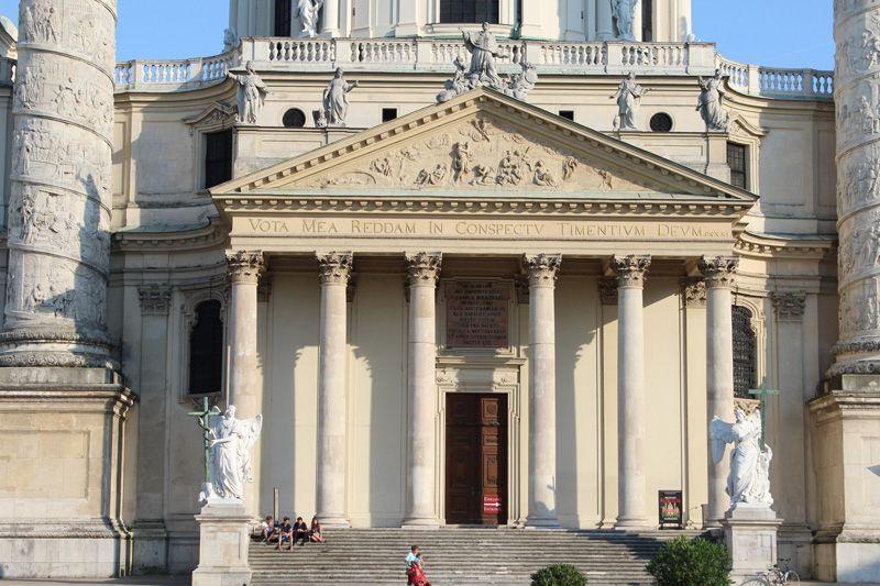 Karlskirche von Johann Bernhard Fischer von Erlach, Portalzone, 1716-1737, Foto: Alexandra Matzner.