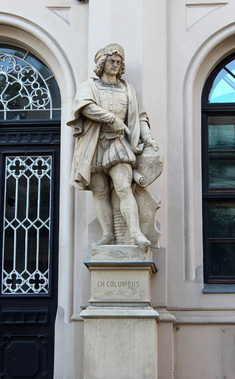 Kolumbus vor der Handelsakademie, Foto: Alexandra Matzner.