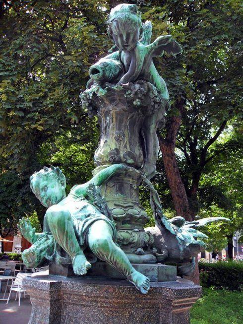 Gedenkbrunnen an Viktor Tilgner (1844-1896), Putti, 1902 aufgestellt, Foto: Alexandra Matzner.
