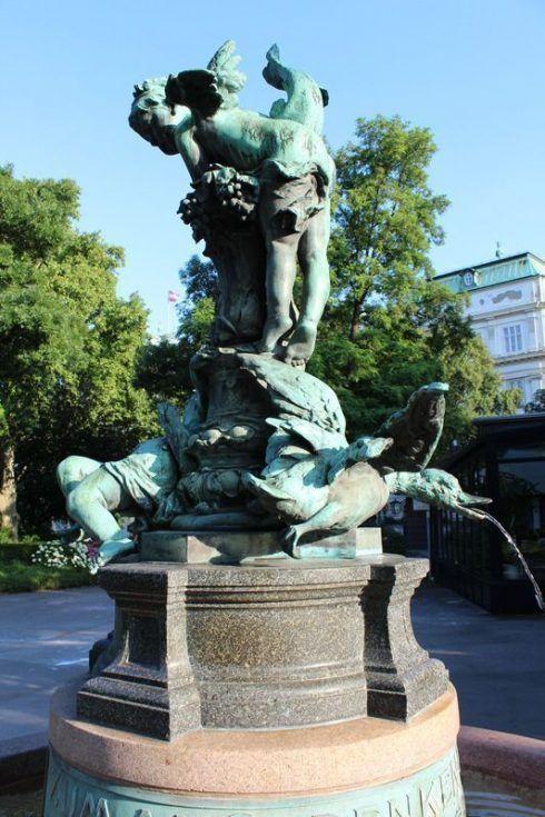Gedenkbrunnen an Viktor Tilgner von Victor Tilgner 1844-1896, Ente, 1902 aufgestellt, Foto: Alexandra Matzner.