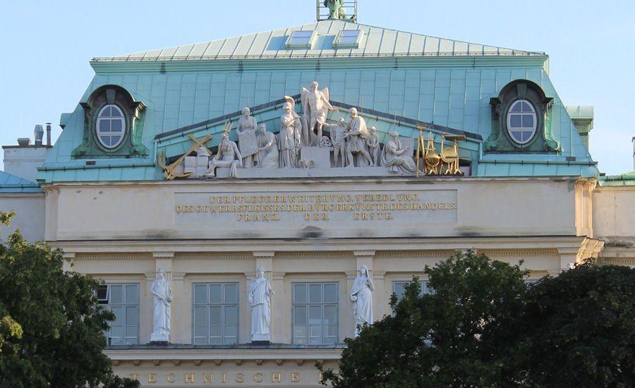 Giebelfiguren der TU Wien von Joseph Klieber, 1817-1818, Foto: Alexandra Matzner.