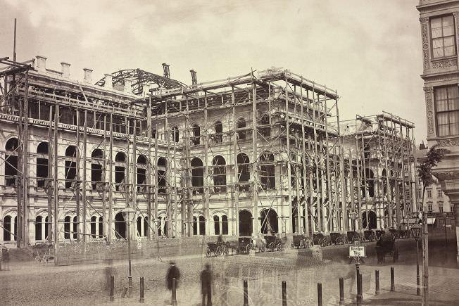 Anonym, Oper bei Erreichen der Dachgleiche, um 1865, Österreichische Nationalbibliothek.