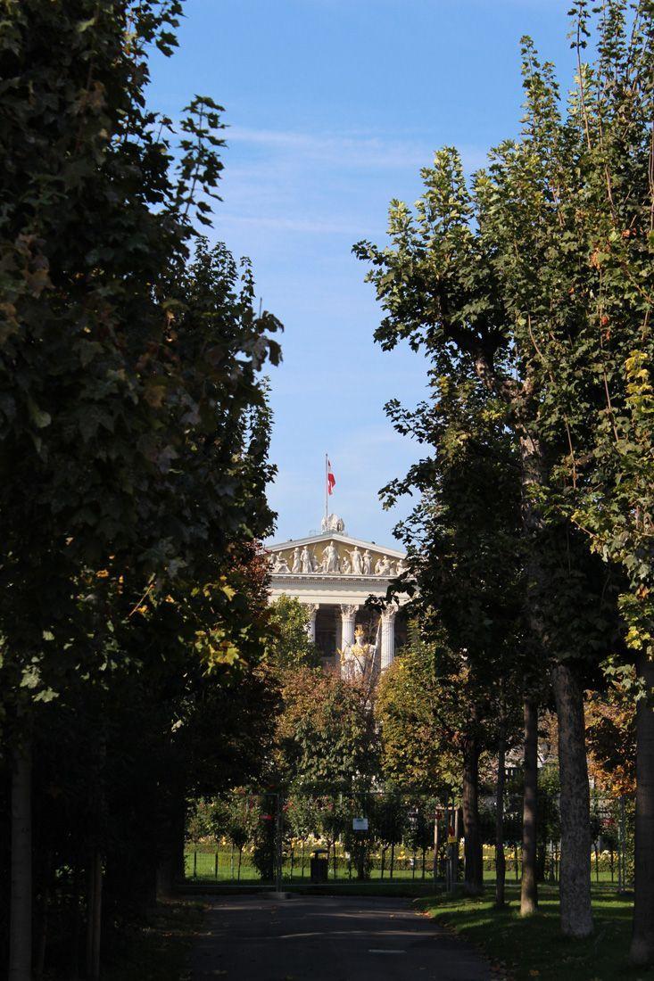 Volksgarten, Blick aufs Parlament, Foto: Alexandra Matzner.