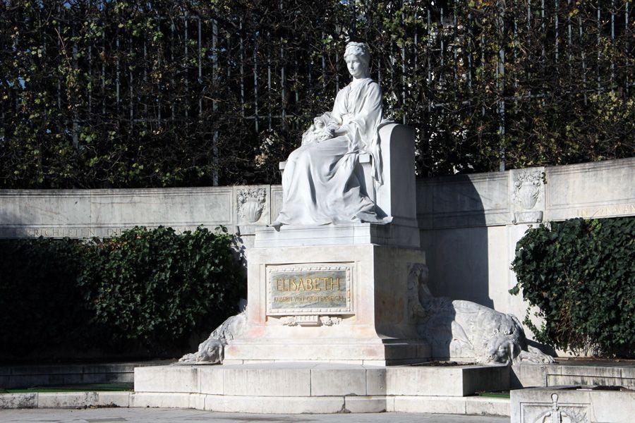 Friedrich Ohmann und Hans Bitterlich, Kaiserin Elisabeth-Denkmal im Wr. Volksgarten, Sisi, 1907 eingeweiht, Foto: Alexandra Matzner.