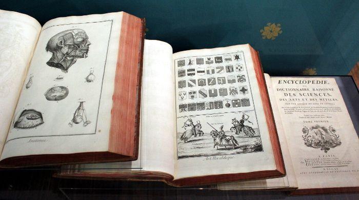 """Diderto, d`Alembert: Enzyklopädie, ab 1751, Installationsansicht Albertina, Wien """"Die Gründung der Albertina zwischen Dürer und Napoleon"""", Foto: Alexandra Matzner."""