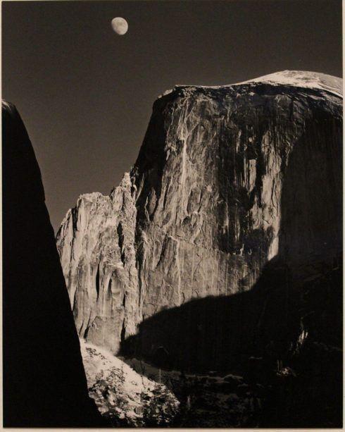 Ansel Adams, Moon and Half Dome, Yosemite Valley, 1960, Silbergelatine, Foto: Alexandra Matzner © Belvedere, Sammlung Simak