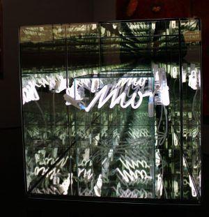Brigitte Kowanz, Memoria, Detail (mo), 2006, Neon-Objekt, 60 x 60 x 60 cm, Foto: Alexandra Matzner © Belvedere, Wien – Schenkung der Künstlerin