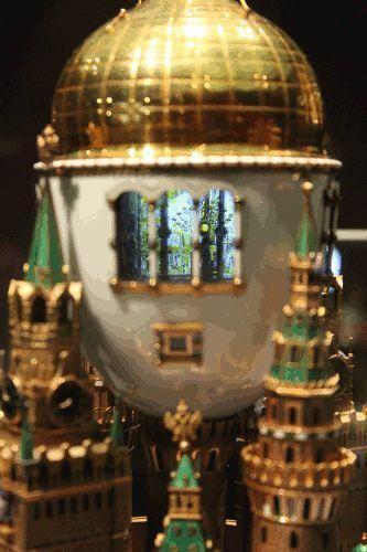 """C. Fabergé, Ei """"Moskauer Kreml"""", 1906, Detail, Installationsansicht """"Die Welt von Fabergé"""" im KHM 2014, Foto: Alexandra Matzner."""