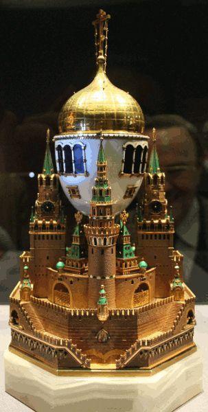 """C. Fabergé, Ei """"Moskauer Kreml"""", 1906, Installationsansicht """"Die Welt von Fabergé"""" im KHM 2014, Foto: Alexandra Matzner."""