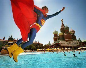 Reiner Riedler, Superman über dem Roten Platz, Topkapi Palace Hotel, Antalya, Türkei, aus der Serie 'Fake Holidays', 2006, C-Print, 65 x 80 cm, © Reiner Riedler