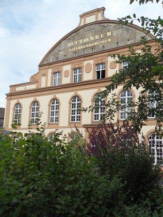 Der Teegarten von And And And vor dem Ottoneum (1603-1606 als Theater errichtet) © Alexandra Matzner