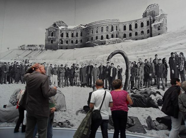 Goshka Macuga, Of what is, that it is; of what is not, that is not, Installationsfoto: Alexandra Matzner, dOCUMENTA (13) 2012