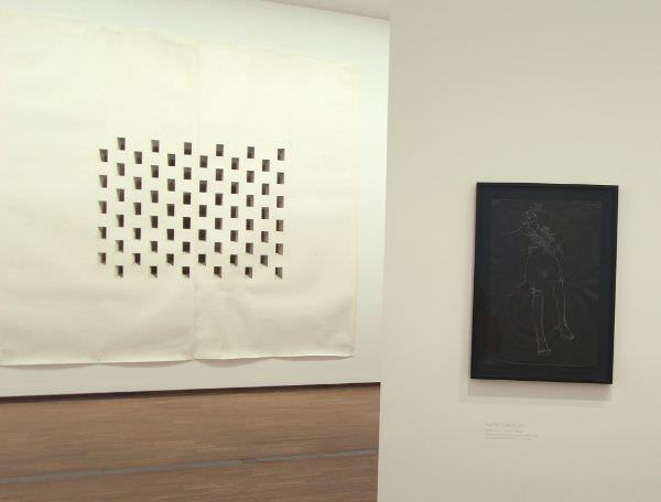 Toba Khedoori, Untiteled (White Windows), 2005-2006, Ausstellungsansicht: Alexandra Matzner.