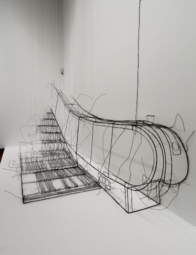 Fritz Panzer, Rolltreppe, 2006, Drahtskulptur, 320 x 450 x 145 cm, Courtesy Krobath, Foto: Alexandra Matzner.