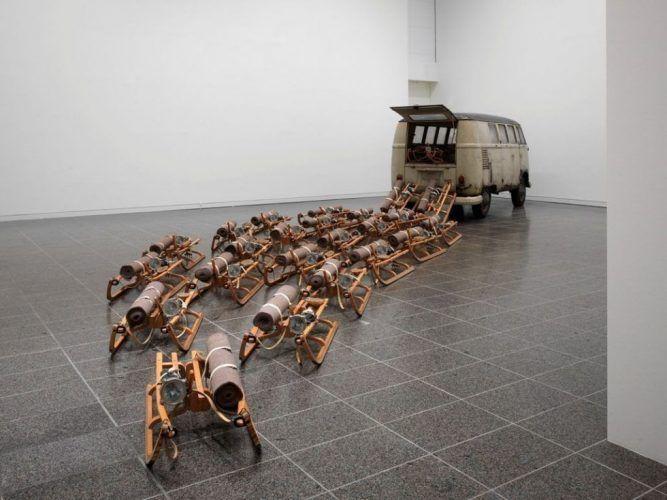 """Joseph Beuys: """"The Pack (das Rudel)"""", 1969, VW Bus, 24 Schlitten mit Wachs/Fett, Baumwollband, Filz, Abbindegurten und Stablampe ausgestattet, Neue Galerie, MHK, Kassel, © Foto: Foto: Achim Kukulies © Kunstsammlung NRW."""