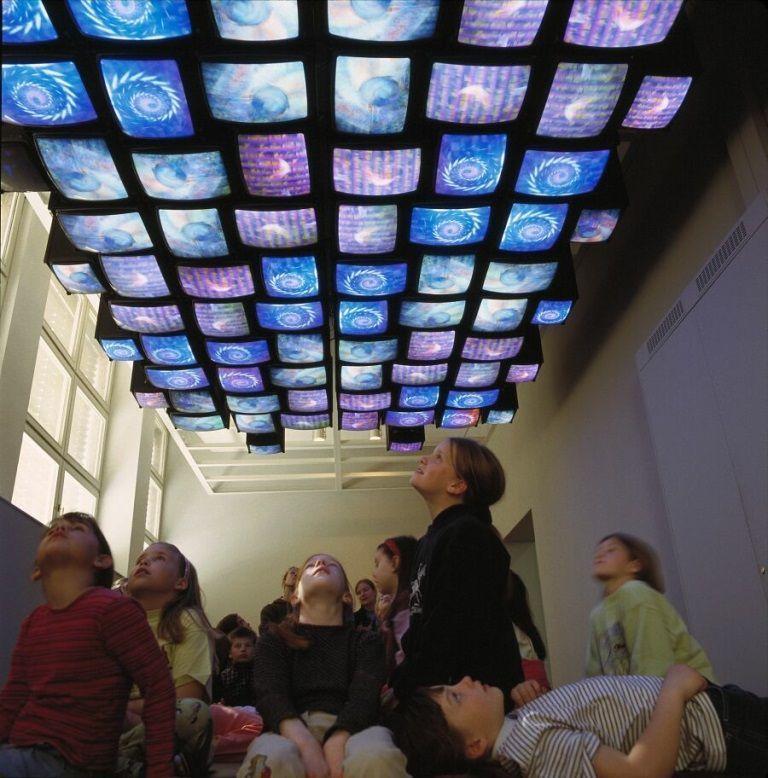 "Nam June Paik: ""Fish Flies on Sky"", 1983-1985, Multi-Monitor-Installation, 3 Kanäle, 1050 x 400 cm Raumgröße, Metall, Glas, Elektronik, Software © Nam June Paik Estate, New York, 2010/ Stiftung museum kunst palast, Düsseldorf."