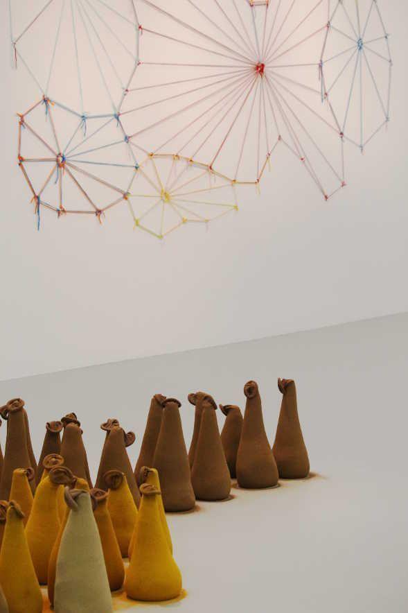 Ernesto Neto, Lipzoida, 1996 und untiteled, 2005, Installationsfoto: Alexandra Matzner.