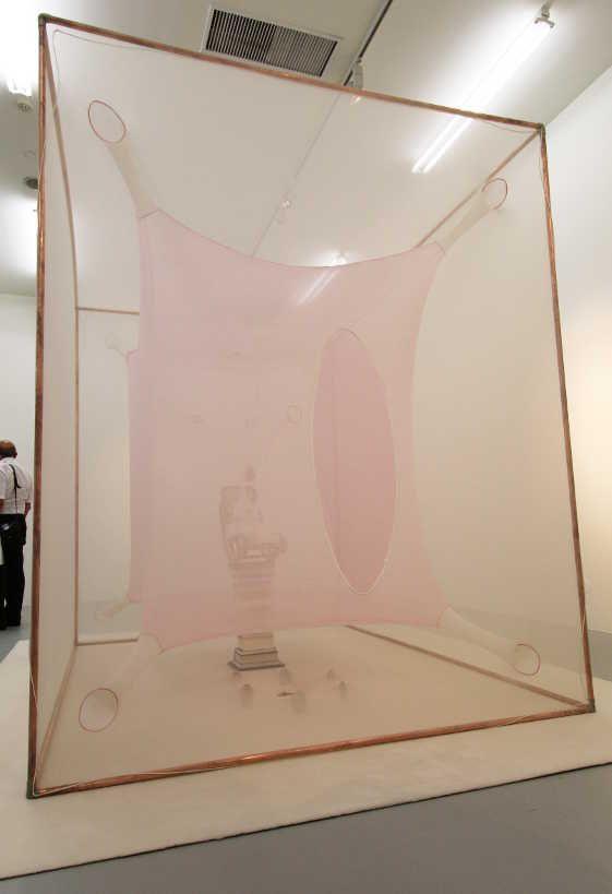 Ernesto Neto, Tractatus IDeuses, 2005 (außen), Installationsfoto: Alexandra Matzner.