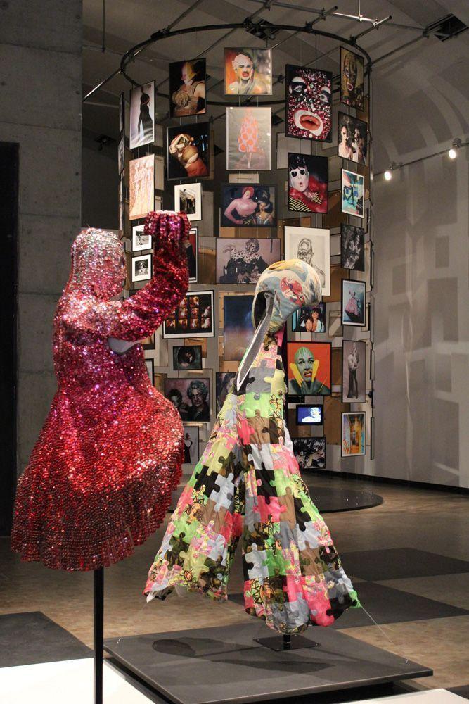 Leigh Bowery Ausstellungsansicht: Kunsthalle Wien, Foto: Alexandra Matzner, Kostüme: Leigh Bowery, Kostümpräsentation: Klaus Mayr, Courtesy Estate of Leigh Bowery.