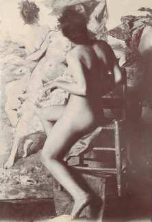 """Johann Victor Krämer, Modellstudie vor dem unvollendeten Gemälde """"Nymphentanz"""", um 1898, Albumin © Belvedere."""