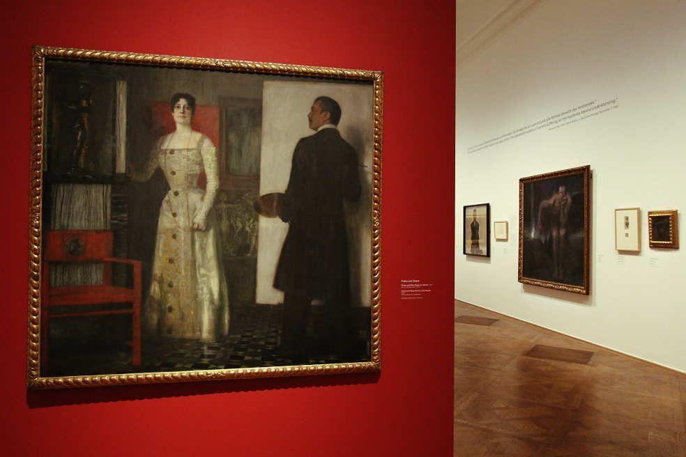 Franz von Stuck, Franz und Mary Stuck im Atelier, 1902, Öl auf Leinwand auf Karton, 157 x 169 cm (Privatsammlung), Installationsaufnahme: Alexandra Matzner.