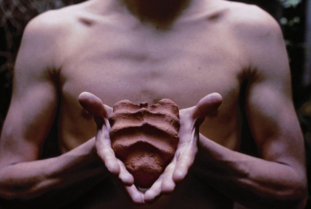 Gabriel Orozco: My Hands Are My Heart, 1991, C-Print, 23 x 32 cm, Courtesy of Marian Goodman Gallery, New York ©2009 Gabriel Orozco.