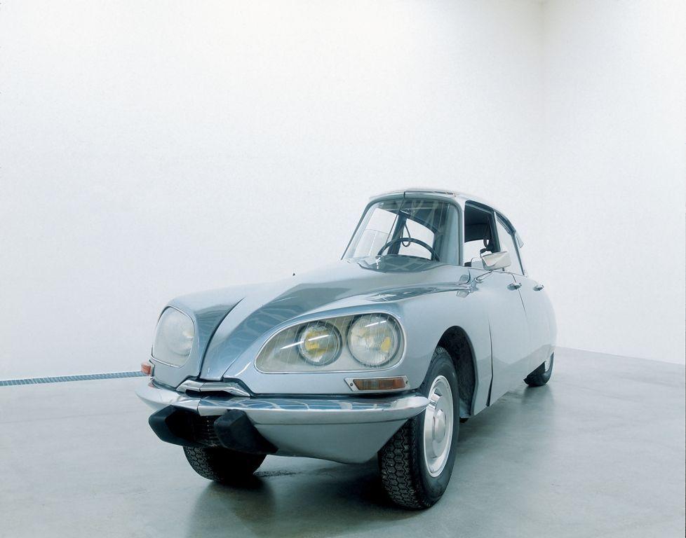 Gabriel Orozco: La DS, 1993, Modifizierter Citroën DS, 140 x 482.5 x 115 cm, Fonds national d'art contemporain (Cnap), Ministère de la Culture et de la Communication, Paris, Fnac 94003 ©2009 Gabriel Orozco.