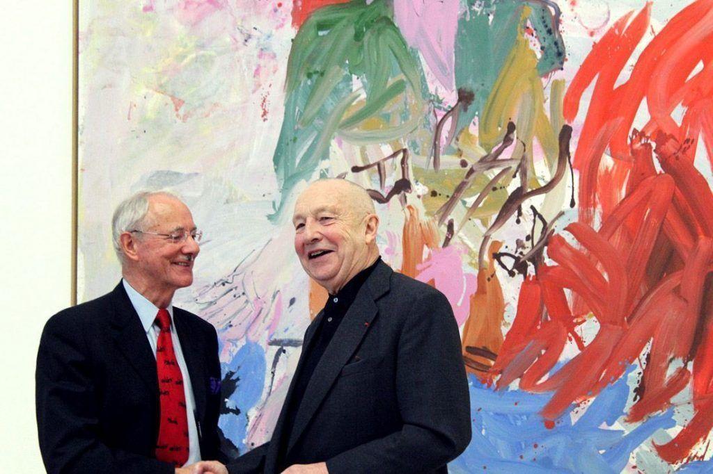 Handshake zwischen Georg Baselitz und Karlheinz Essl bei der Pressekonferenz 2013 im Essl Museum, Foto: Alexandra Matzner.