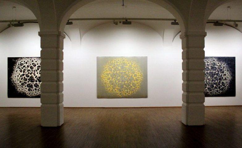"""Gunter Damisch, Installationsansicht mit Unikatdrucken von Gunter Damisch """"MACRO. MICRO"""", Albertina 2013, Foto: Alexandra Matzner."""