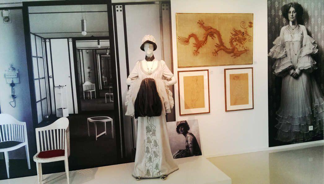 Emilie Flöge, Kleid (Kopie von Flora Miranda), Ausstellungsansicht im Gustav Klimt Zentrum am Attersee 2016, Foto: Alexandra Matzner.