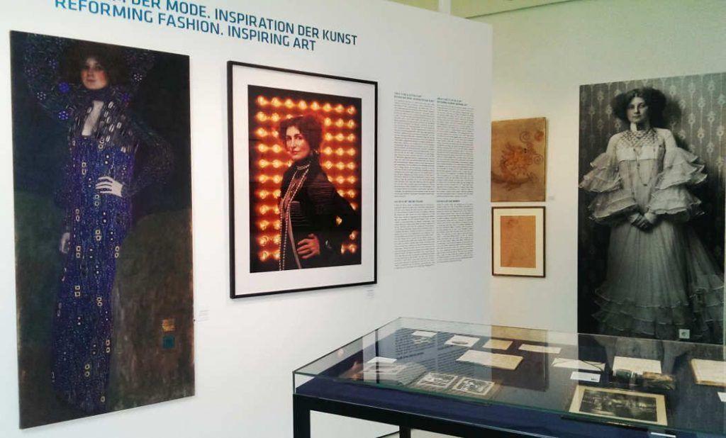 Gustav Klimt, Porträt Emilie Flöge, 1902 (Kopie), Ausstellungsansicht im Gustav Klimt Zentrum am Attersee 2016, Foto: Alexandra Matzner.
