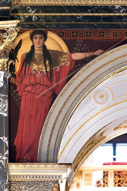 Gustav Klimt, Griechische Antike II (Pallas Athene) und Ägypten I, beide Zwickelbilder an der Nordseite des Stiegenhauses im Kunsthistorischen Museum, 1890/91 © Wien, Kunsthistorisches Museum.