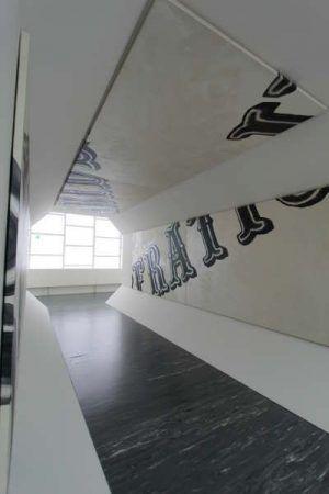 Hans Weigand, Surfing, Ausstellungsansicht 21er Haus, 2015, Tunnel (c) Weigand, Foto: Alexandra Matzner.