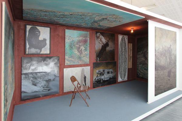 Hans Weigand, Surfing, Ausstellungsansicht 21er Haus, 2015 Box, (c) Weigand, Foto: Alexandra Matzner.