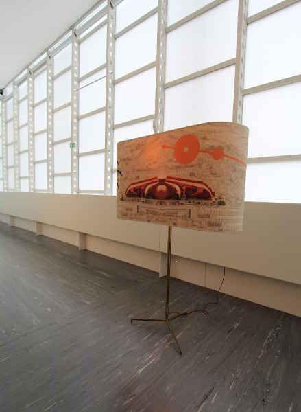 Hans Weigand, Ufo Las Vegas, 2002, Ausstellungsansicht 21er Haus, 2015 (c) Weigand, Foto: Alexandra Matzner.