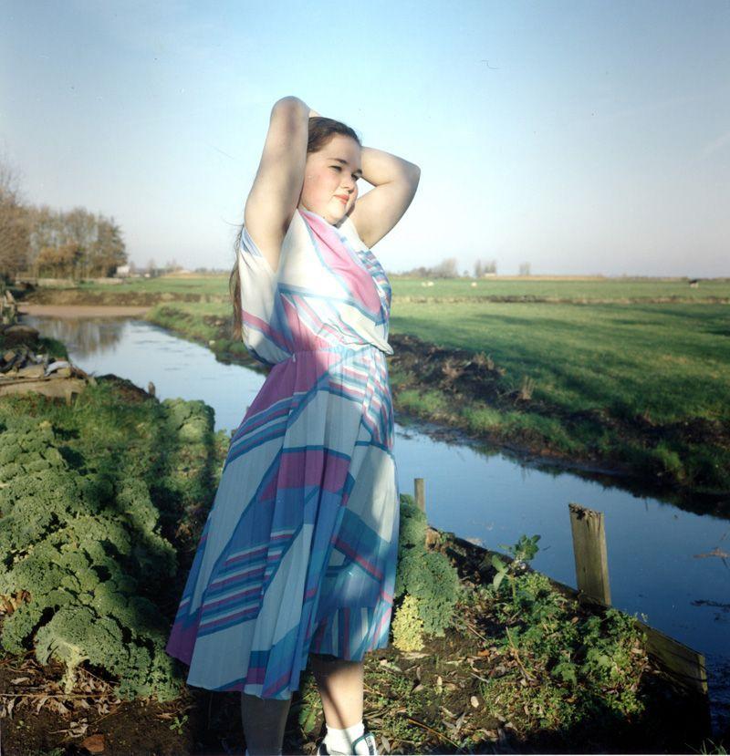 Hellen van Meene, Untitled, 1996, Analoger C-Print, 29 x 29 cm © Hellen van Meene.